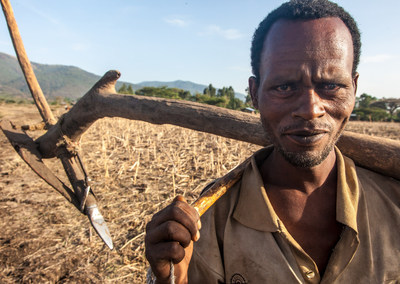 Smallholder farmers produce 70 per cent of the world's food. Farmer in Tolay, Ethopia, 2012. Credits: Biovision/Peter Luethi