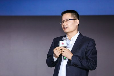 Kevin Hu, President of Huawei's Data Communication Product Line, announces full upgrades of Huawei's intelligent IP network solution (PRNewsfoto/Huawei)