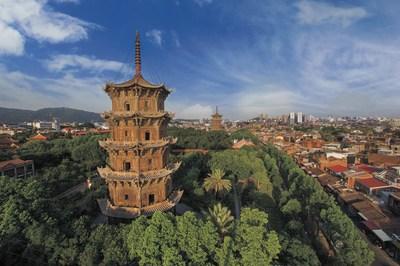 Pagodas de piedra gemelas en el templo Kaiyuan en Quanzhou, provincia de Fujian (PRNewsfoto/Xinhua Silk Road)