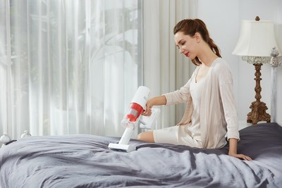 Lightweight and versatile, the POWER 11 is ideal for deep cleaning the entire home to provide dust-free stay-at-home experience during lockdowns. Weighing just 1.4kg, the sleek and ergonomic design of the POWER 11 makes cleaning a breeze.