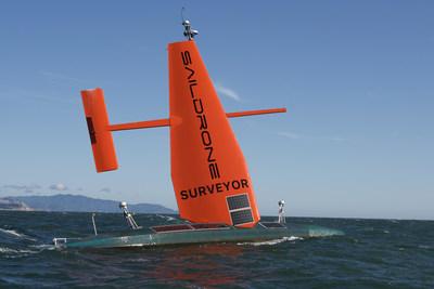 El Saildrone Surveyor de 72pies, el vehículo autónomo de cartografía oceánica más avanzado del mundo, completó su revolucionario viaje inaugural desde San Francisco hasta Hawái. (PRNewsfoto/Saildrone, Inc.)