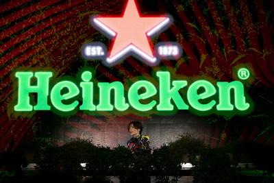 DJ, producer and singer Nina Kraviz performed at the Heineken® Greener Bar in Milan on Friday night to celebrate the start of the weekend's racing action at the Formula 1 Heineken Gran Premio d'Italia 2021_1